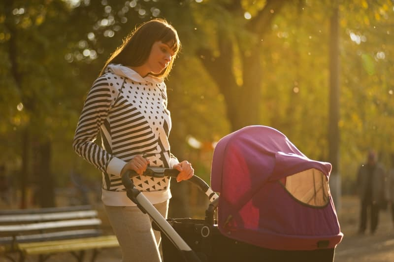 Cope with loneliness new moms